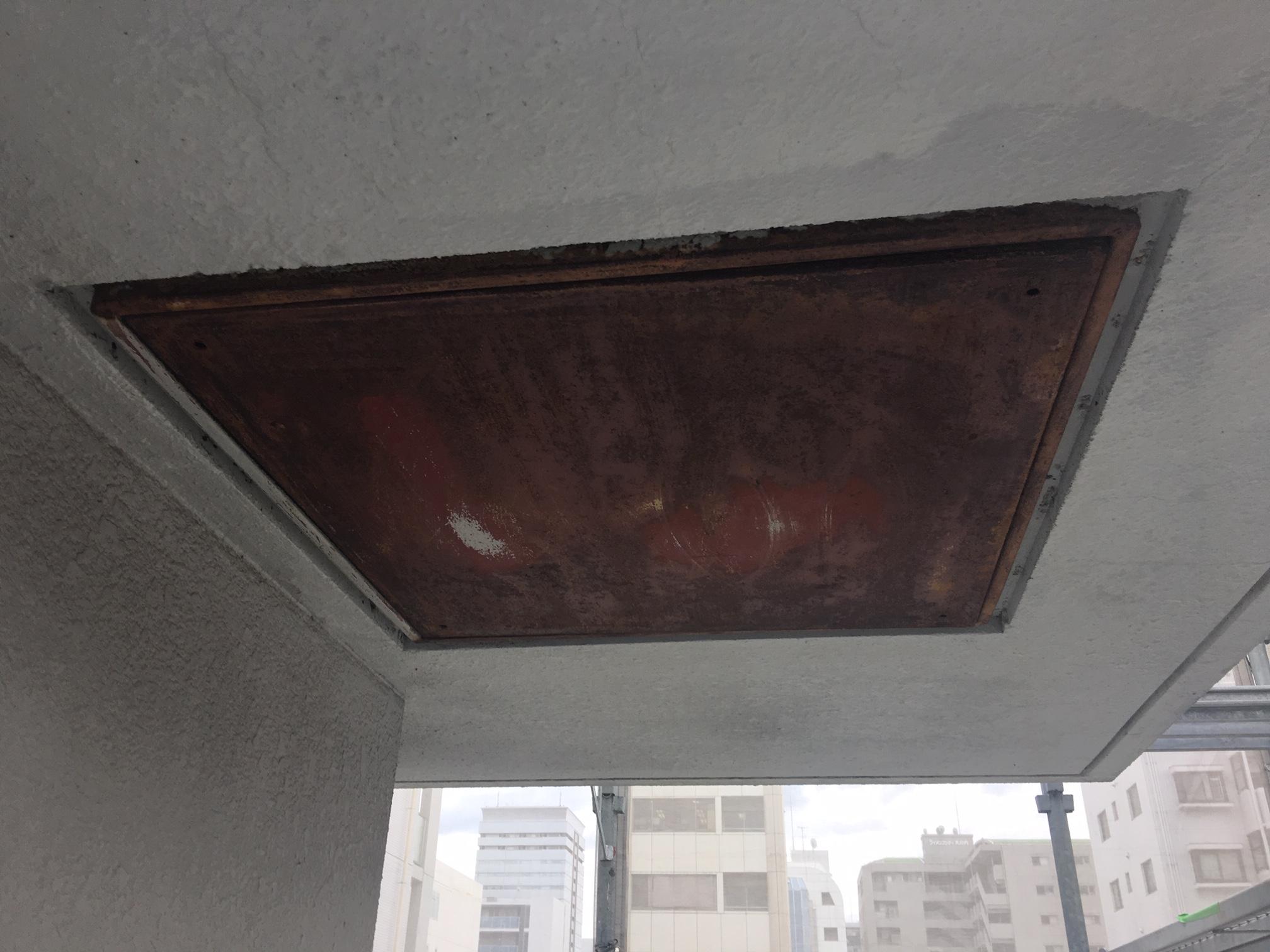 ハッチ塗装前 名古屋市中区オフィス避難ハッチ塗替え